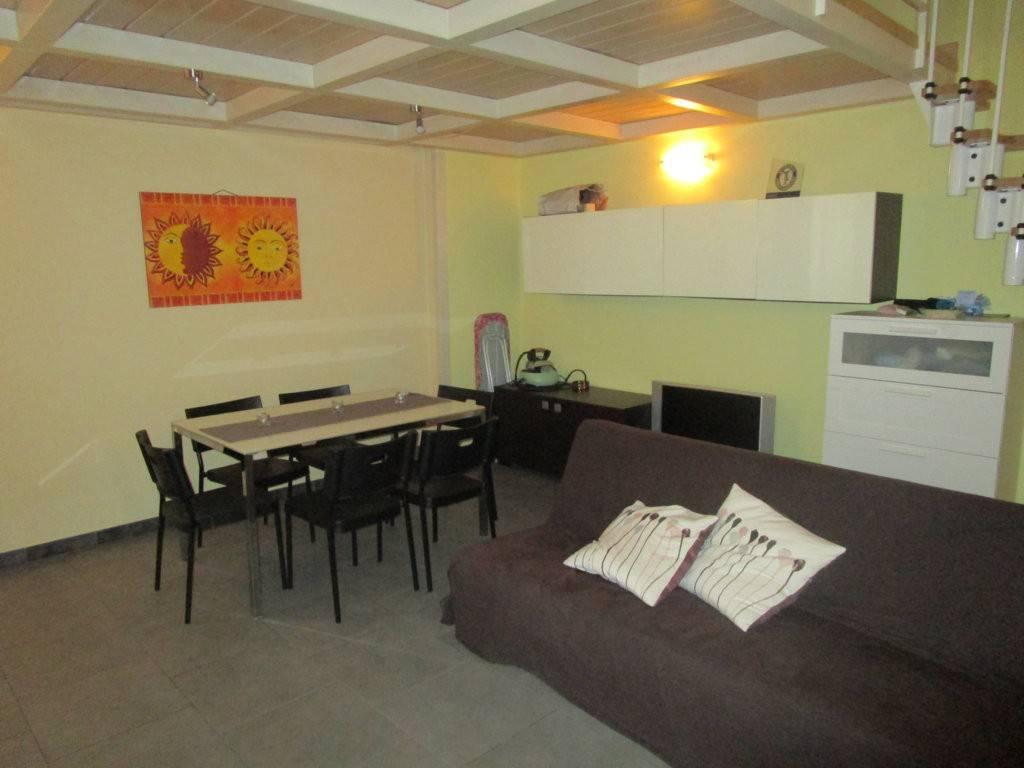 Appartamento in ottime condizioni arredato in affitto Rif. 9432500