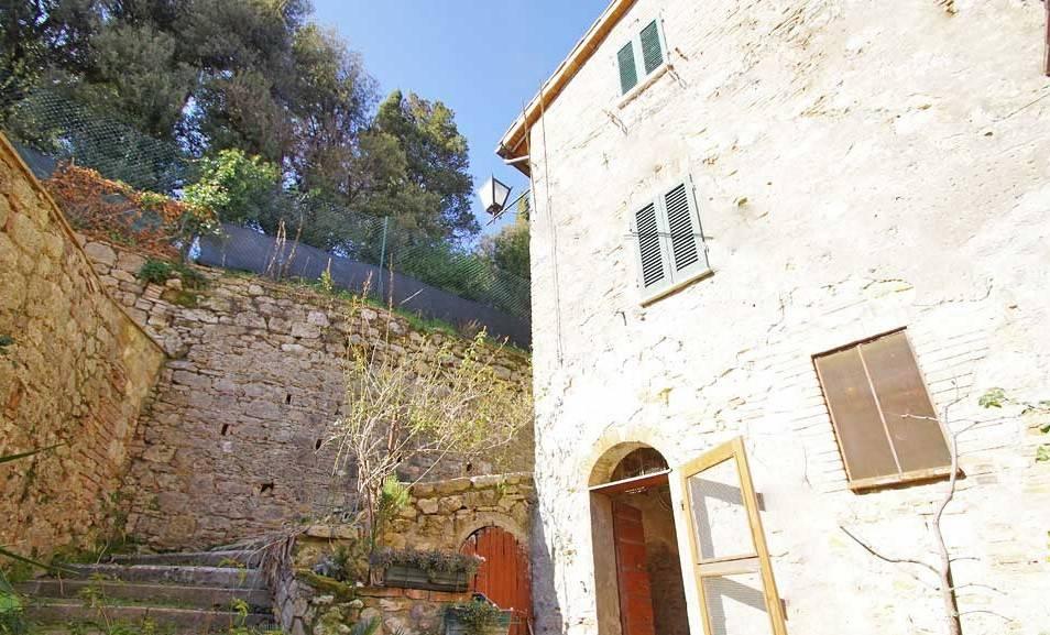Casa indipendente in Vendita a Cetona Centro: 4 locali, 85 mq
