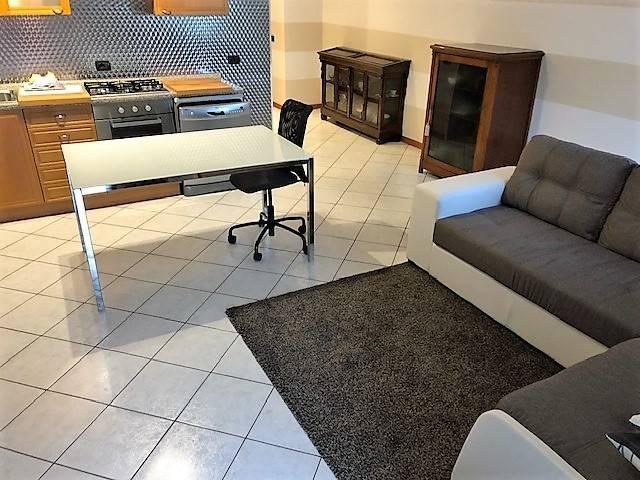 Appartamento in ottime condizioni arredato in affitto Rif. 8859406