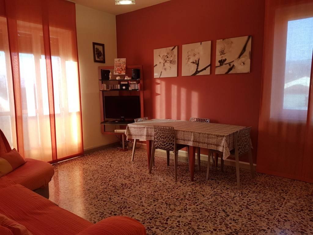 Appartamento in buone condizioni in affitto Rif. 8861795
