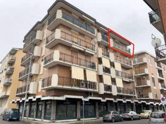 Appartamento in buone condizioni in vendita Rif. 8864259