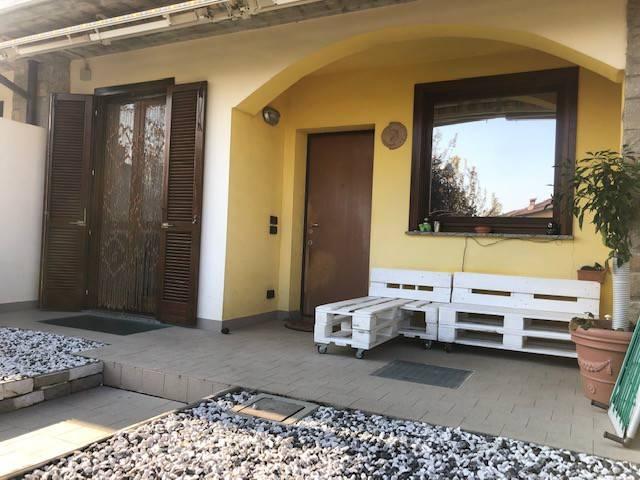 Appartamento in buone condizioni arredato in vendita Rif. 8862234