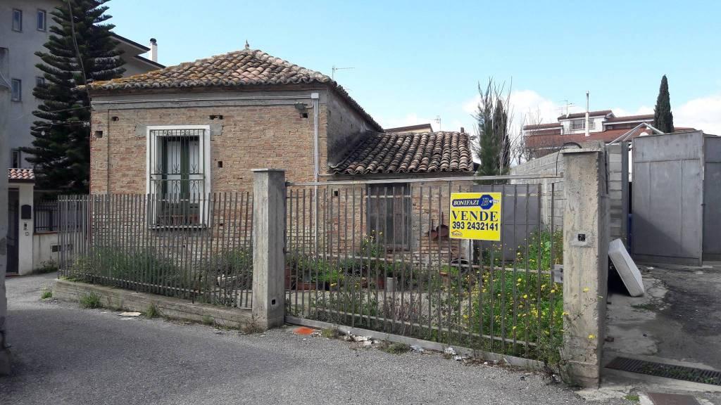 Casa Indipendente da ristrutturare in vendita Rif. 8862179