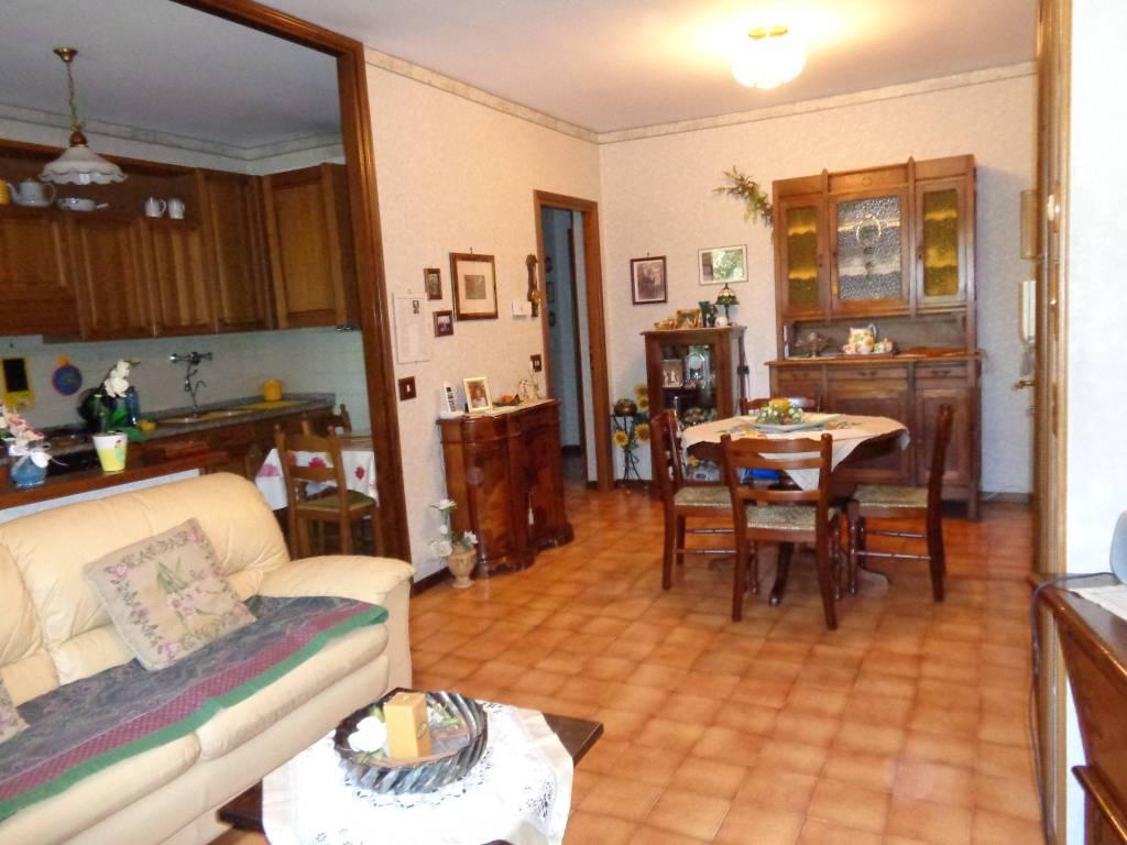 Appartamento in buone condizioni in vendita Rif. 8859669