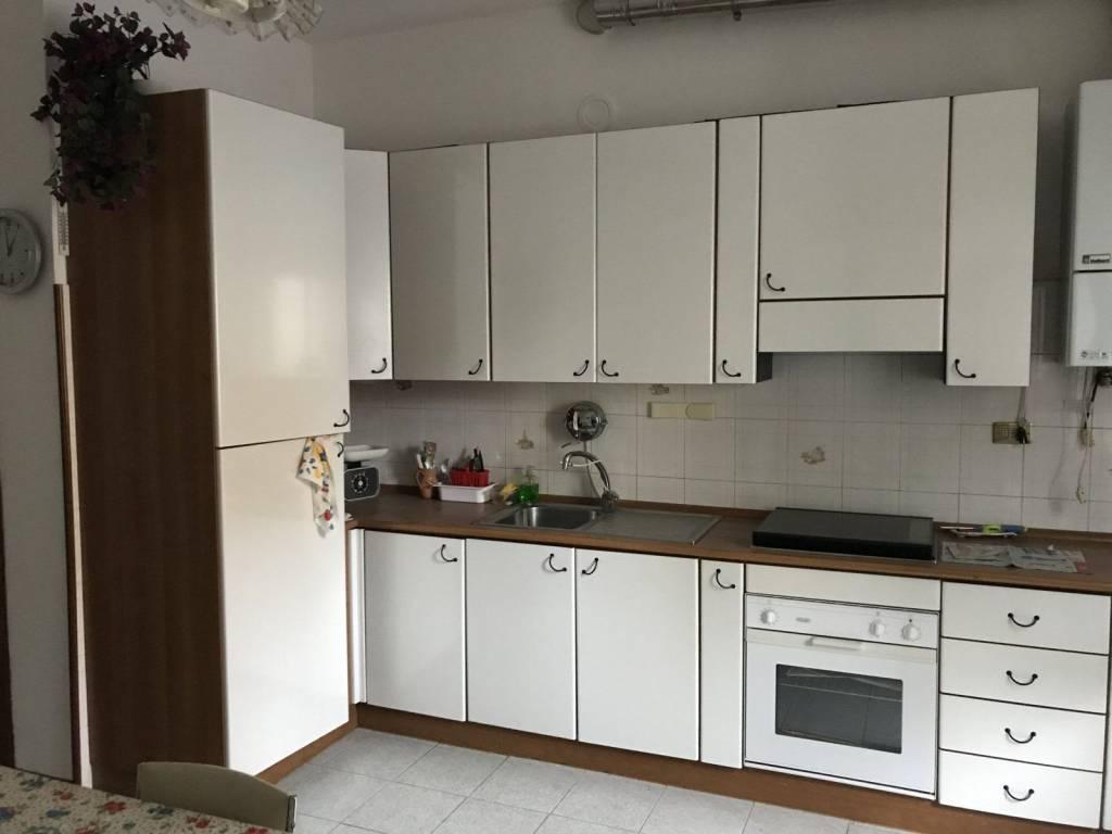 Appartamento in buone condizioni in vendita Rif. 8859811