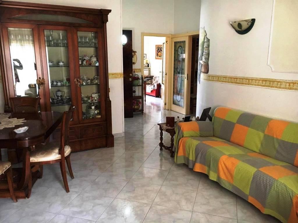 Appartamento in buone condizioni in vendita Rif. 8862614