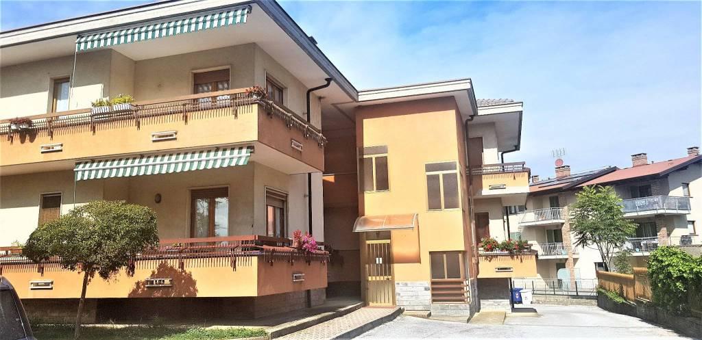Appartamento in buone condizioni in affitto Rif. 8859417