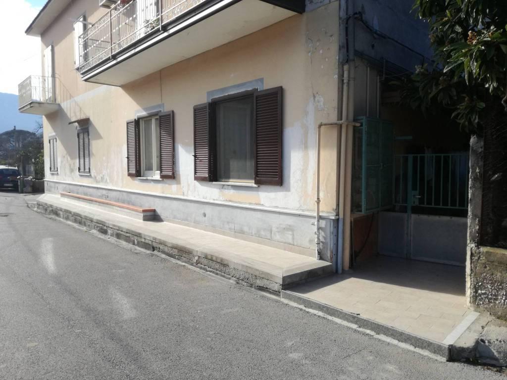 Appartamento in buone condizioni in vendita Rif. 8863092