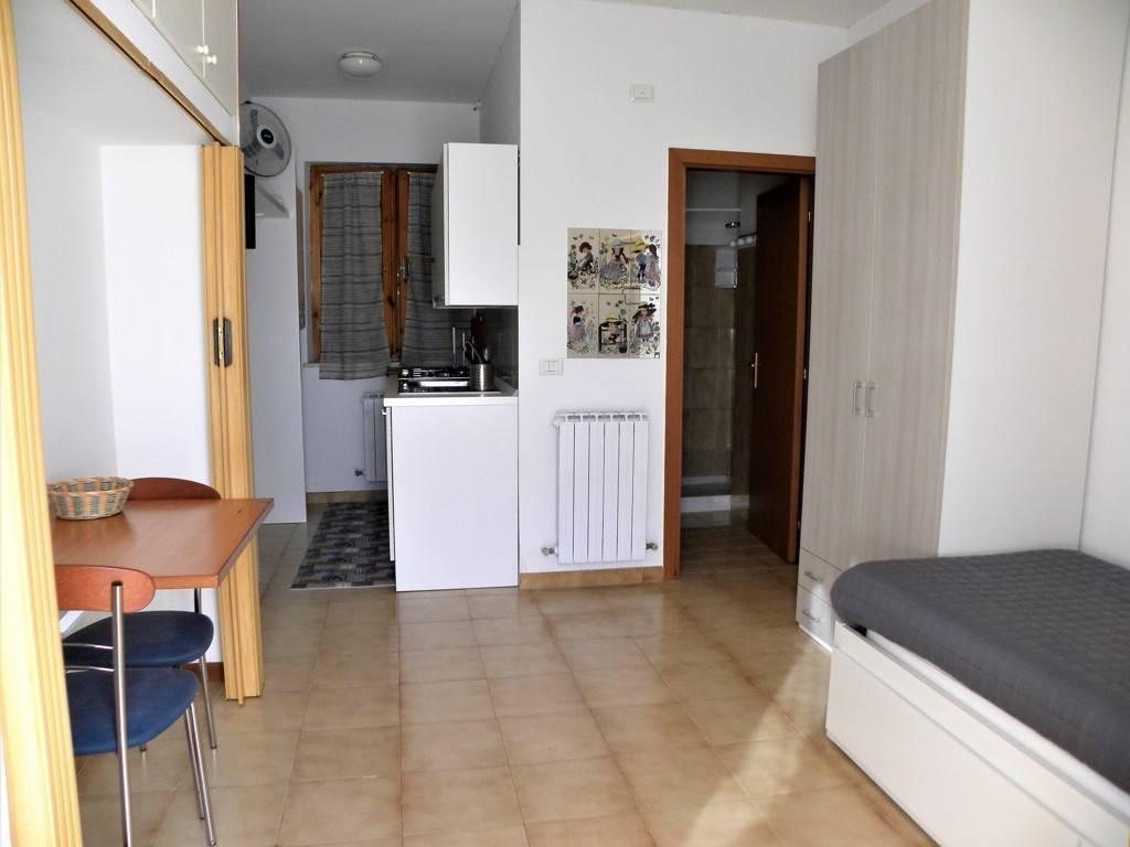 Appartamento in buone condizioni arredato in affitto Rif. 8859274