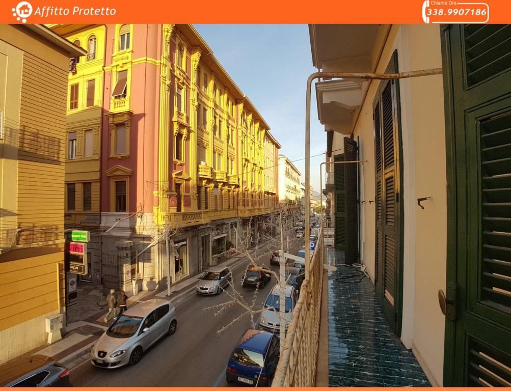 Appartamento in buone condizioni in affitto Rif. 8861957