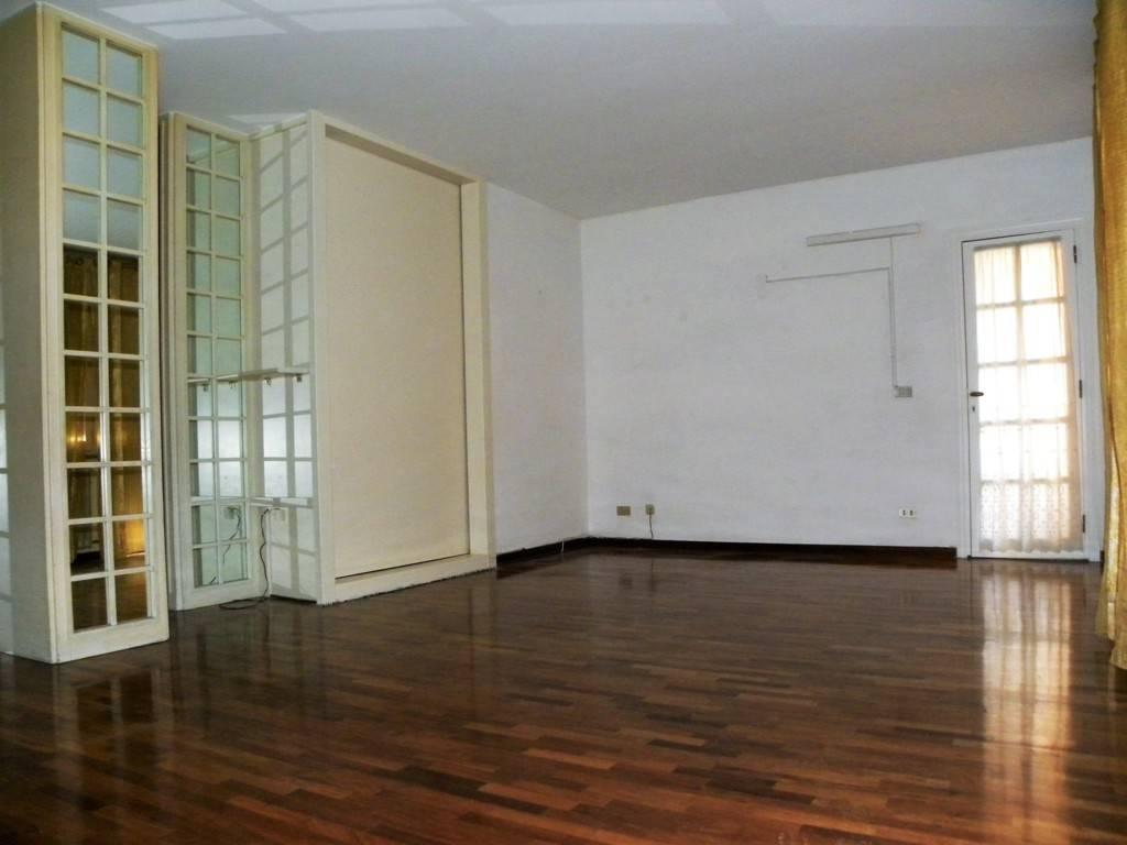 Appartamento in buone condizioni parzialmente arredato in affitto Rif. 8859275