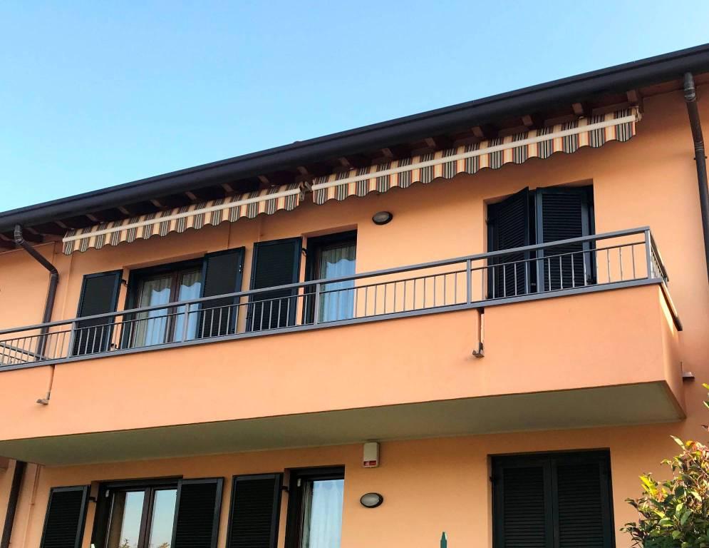 Appartamento in ottime condizioni parzialmente arredato in vendita Rif. 8859538