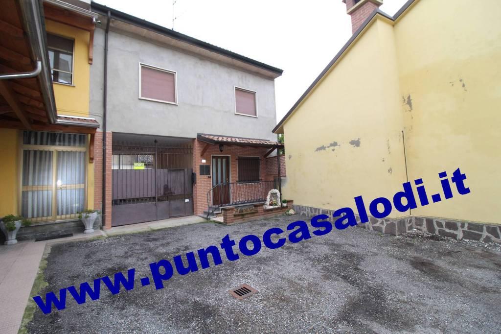 Villetta a schiera in buone condizioni in vendita Rif. 8871426