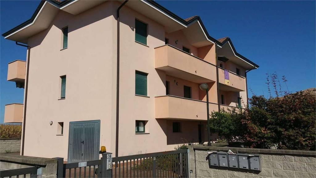 Appartamento in buone condizioni arredato in vendita Rif. 8871628