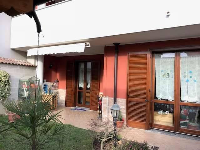 Villa a Schiera in Vendita a Romentino