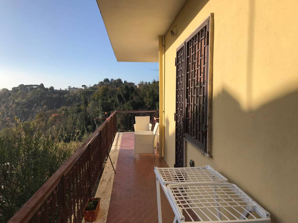 Appartamento in buone condizioni in vendita Rif. 8871480