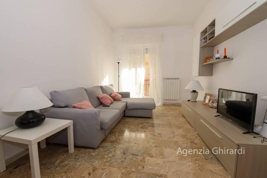 Appartamento in buone condizioni arredato in affitto Rif. 8871497
