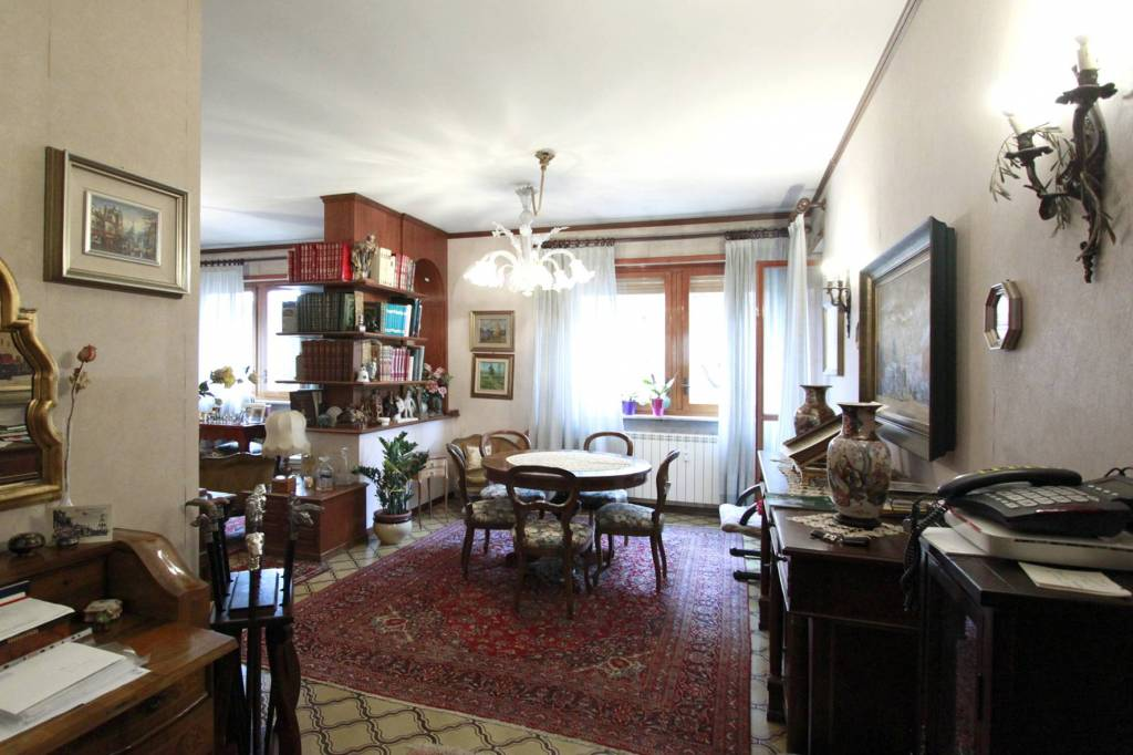 Appartamento in buone condizioni in vendita Rif. 8872528