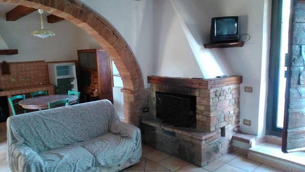 Appartamento in buone condizioni arredato in vendita Rif. 8872050