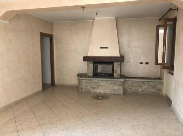 Appartamento in buone condizioni in vendita Rif. 8878837