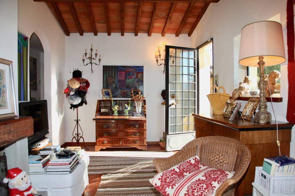Appartamento in ottime condizioni parzialmente arredato in vendita Rif. 8878749