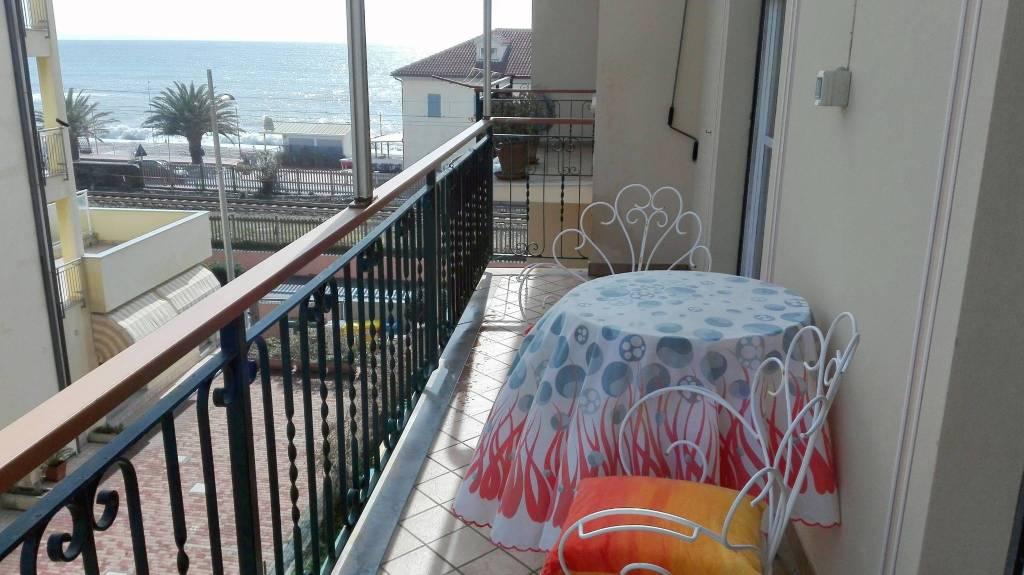 Appartamento in buone condizioni arredato in vendita Rif. 8605722