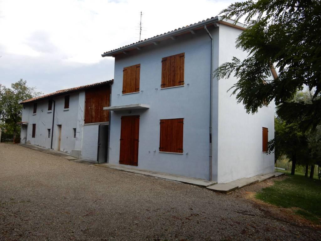 Rustico / Casale in buone condizioni parzialmente arredato in vendita Rif. 8888719