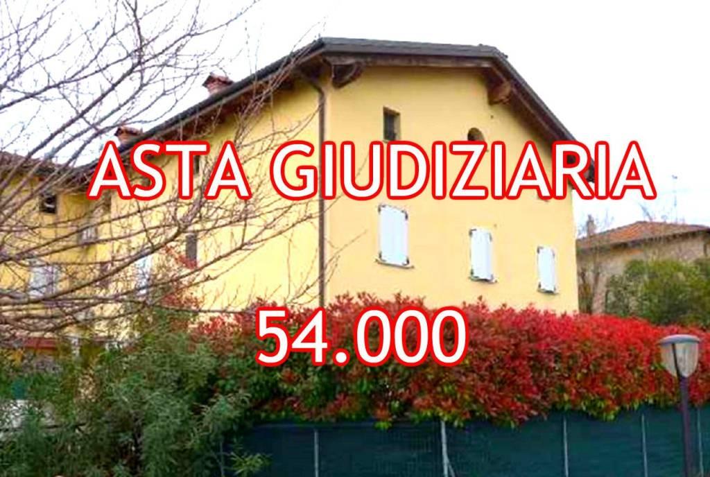 Appartamento in buone condizioni in vendita Rif. 8885675
