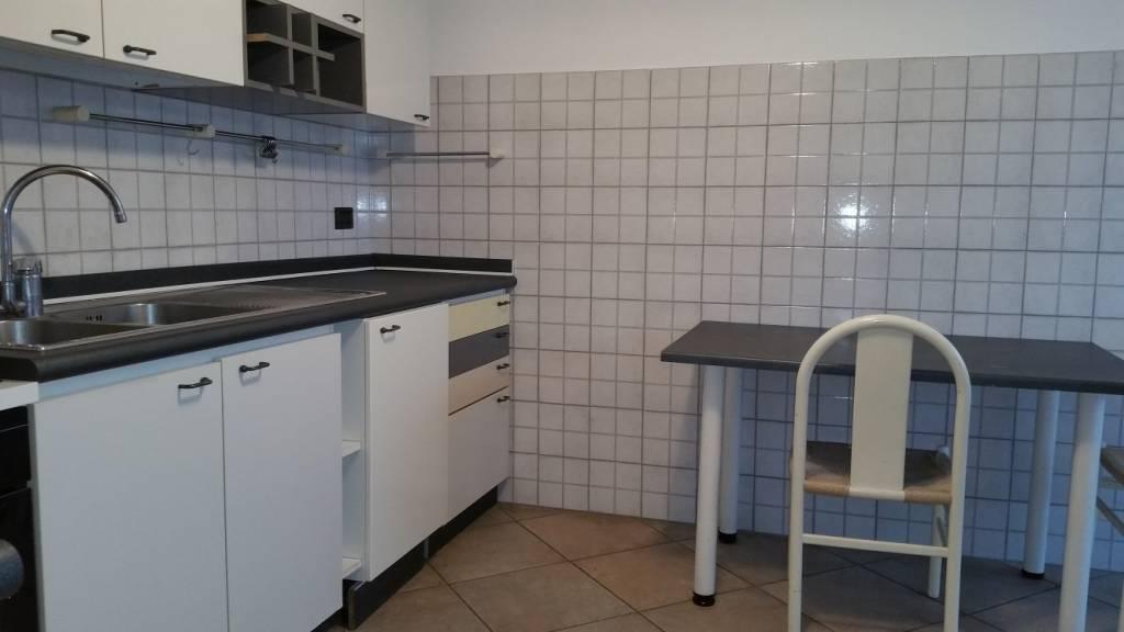 Appartamento in ottime condizioni arredato in affitto Rif. 8884491