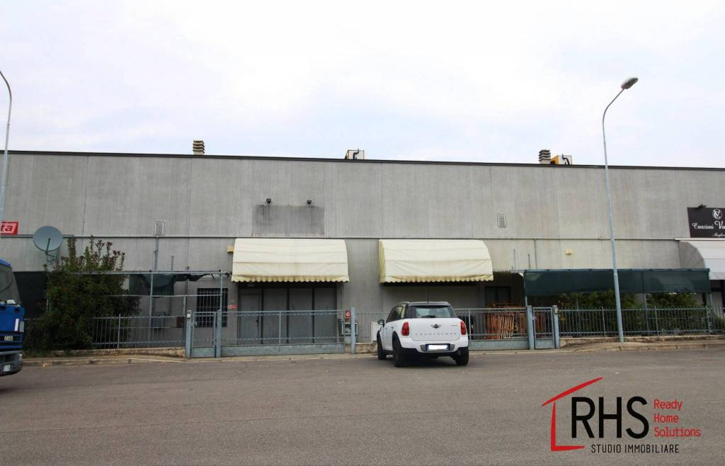 Magazzino - capannone in vendita Rif. 8888283