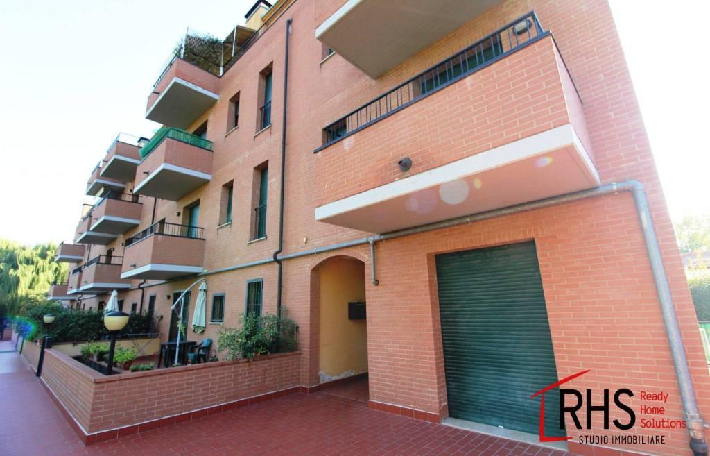 Appartamento in buone condizioni in vendita Rif. 8888278