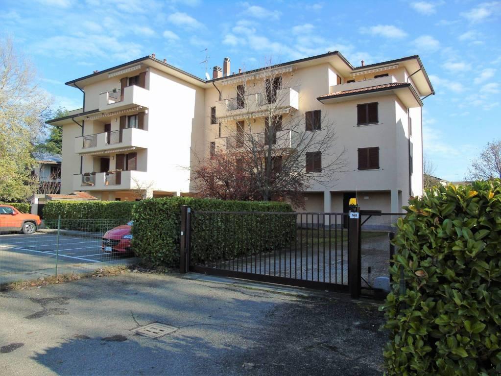 Appartamento in buone condizioni arredato in affitto Rif. 8884264