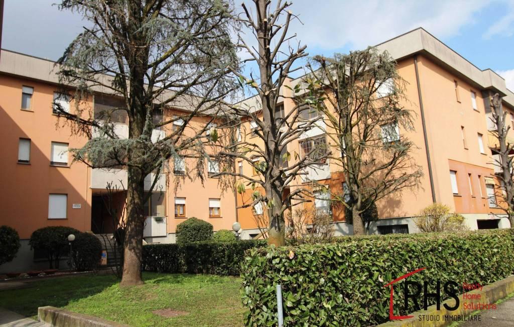 Appartamento in buone condizioni in vendita Rif. 8888277