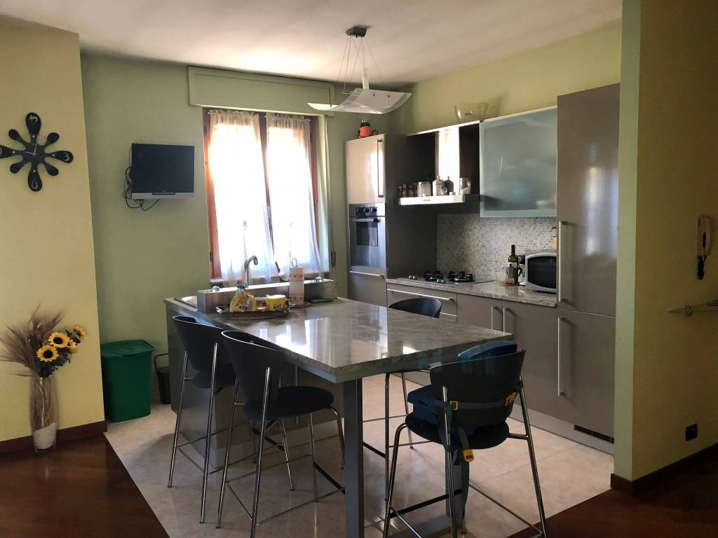 Appartamento in ottime condizioni arredato in affitto Rif. 9270692