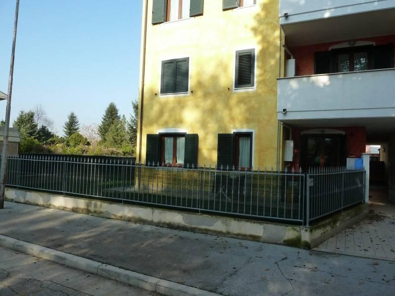 Appartamento in buone condizioni in vendita Rif. 8887830