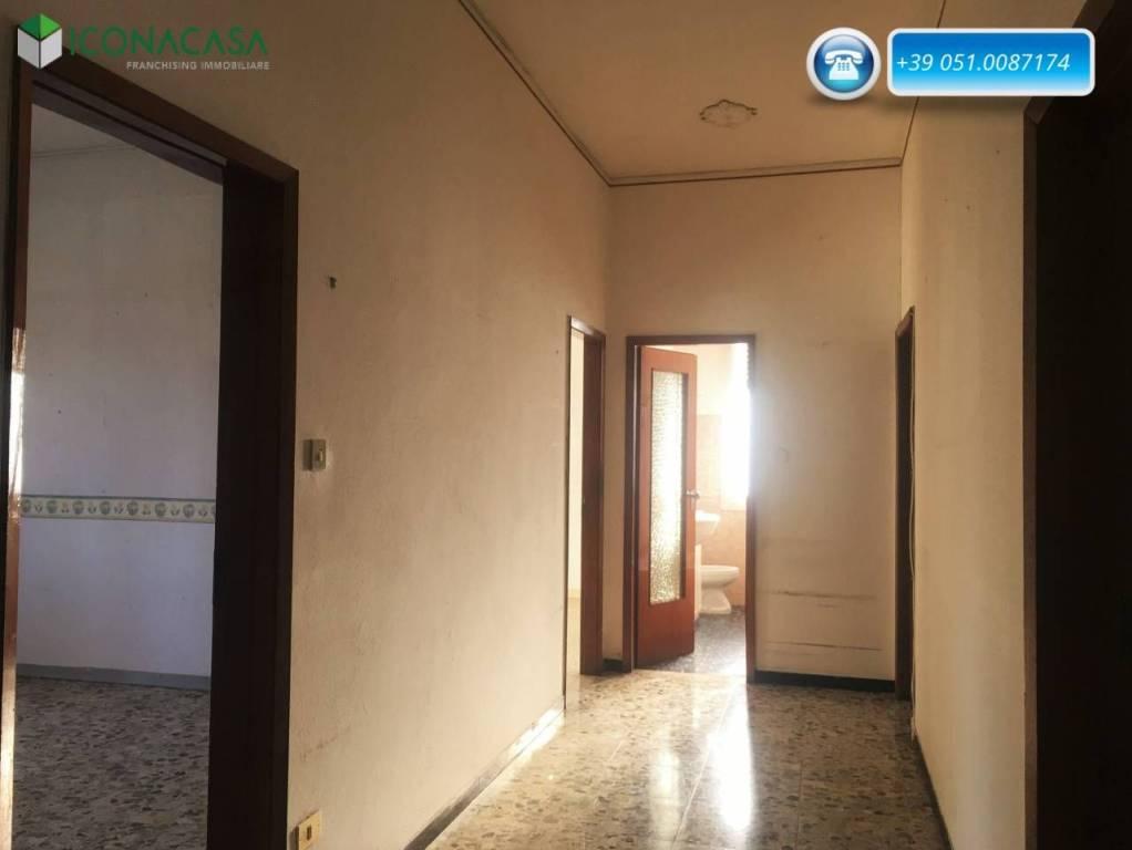 Appartamento da ristrutturare in vendita Rif. 8888387