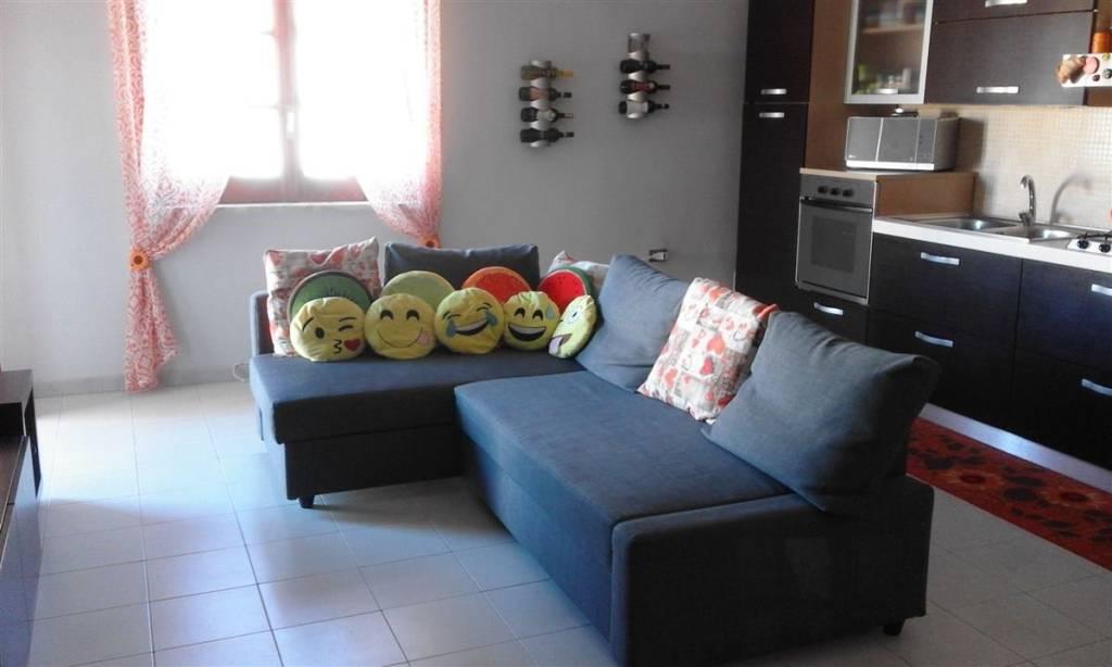 Appartamento in buone condizioni in affitto Rif. 8885319