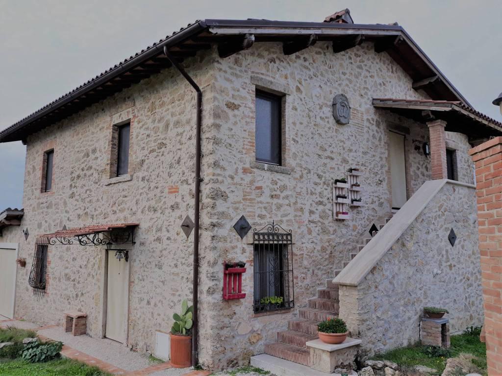Rustico / Casale in ottime condizioni arredato in affitto Rif. 8888490