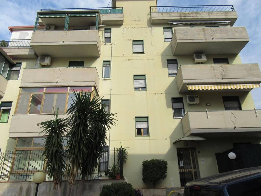 Appartamento in buone condizioni in vendita Rif. 8887807