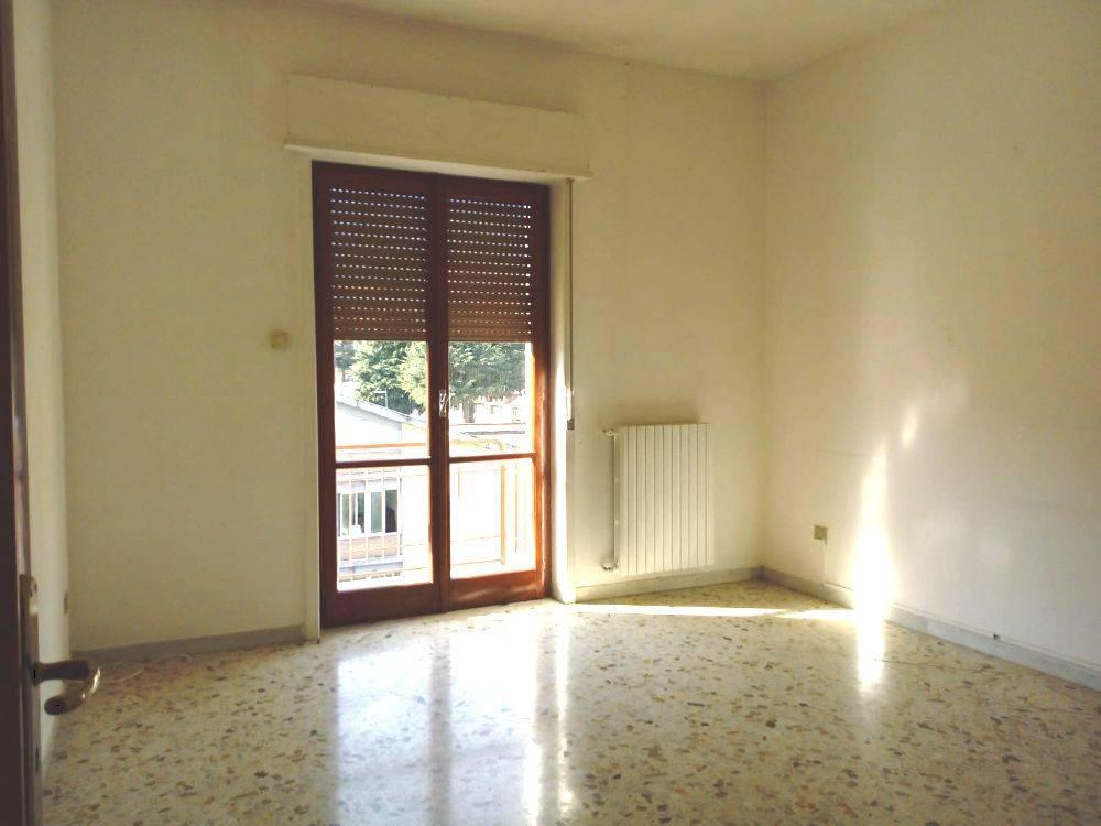 Appartamento in buone condizioni in affitto Rif. 8862253