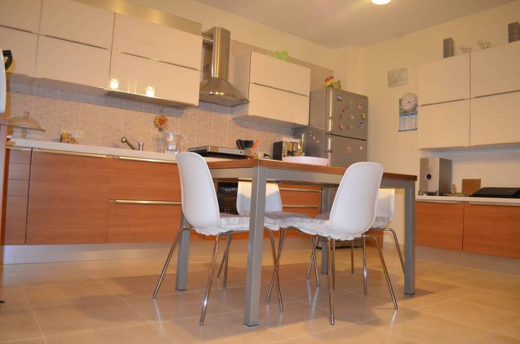 Appartamento in ottime condizioni in vendita Rif. 8884693