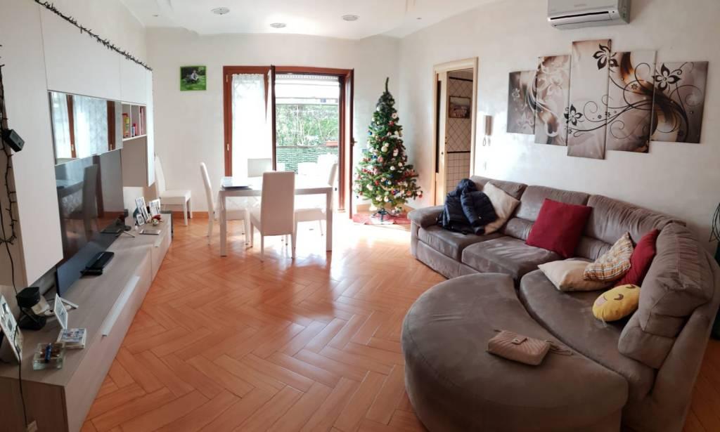 Appartamento in ottime condizioni in vendita Rif. 8885793