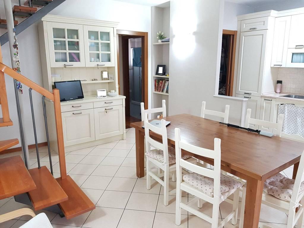 Appartamento in ottime condizioni in vendita Rif. 8961190