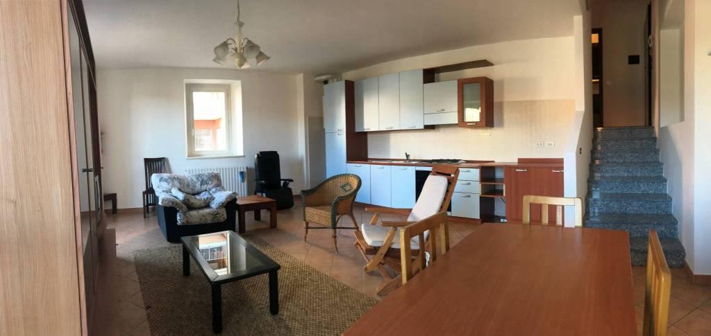 Appartamento in ottime condizioni arredato in vendita Rif. 8886937