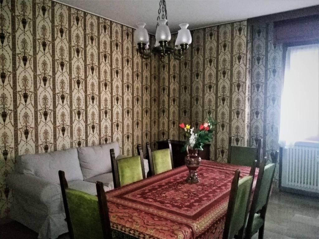 Appartamento in buone condizioni arredato in affitto Rif. 8888486