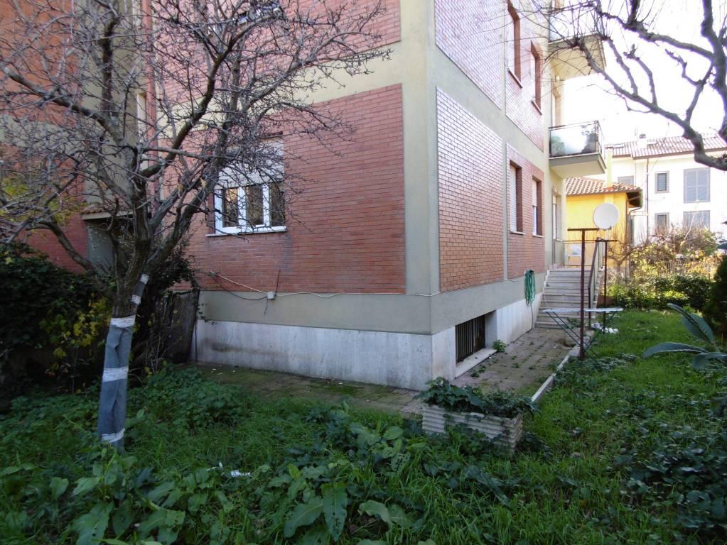 Appartamento in buone condizioni in affitto Rif. 8886123