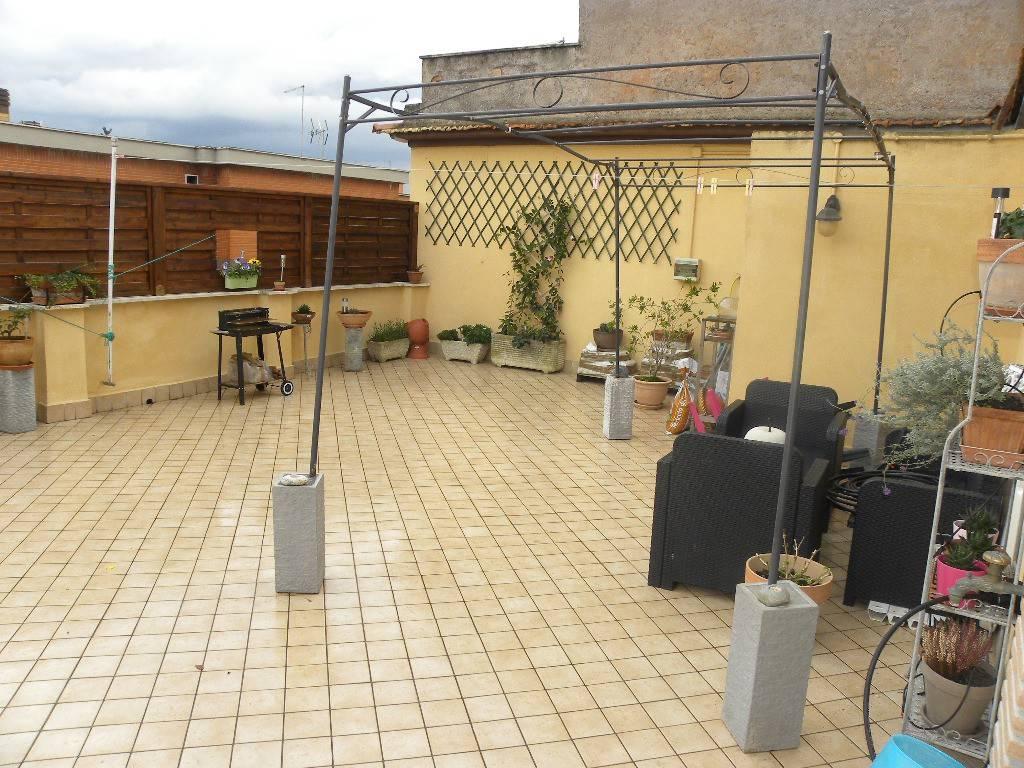 Attico / Mansarda in vendita a Roma, 3 locali, zona Zona: 38 . Acilia, Vitinia, Infernetto, Axa, Casal Palocco, Madonnetta, prezzo € 185.000 | CambioCasa.it