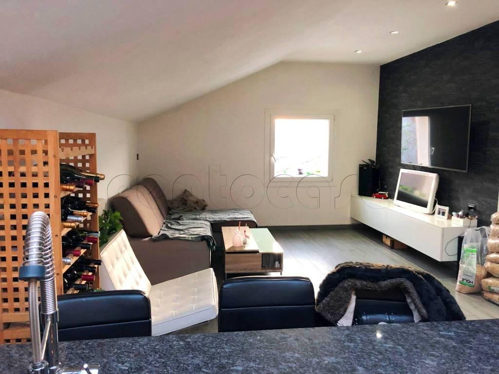 Appartamento in ottime condizioni arredato in vendita Rif. 8886668