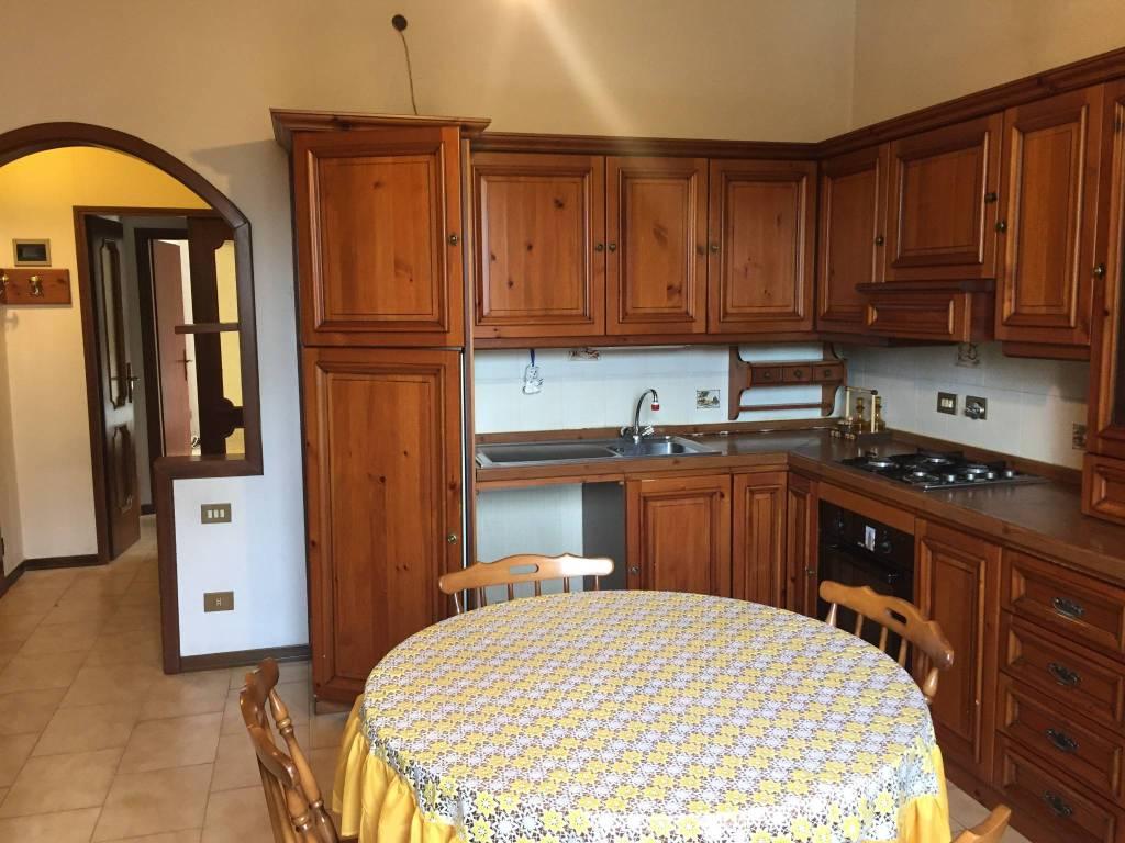 Appartamento in buone condizioni in vendita Rif. 8887240