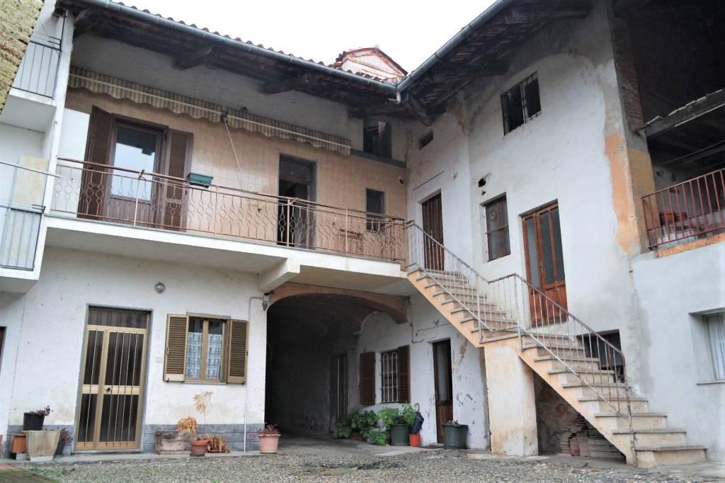 Foto 1 di Casa indipendente Salerano Canavese